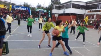 Disciplinas deportivas como el básquetbol resultan beneficiosas para la salud.