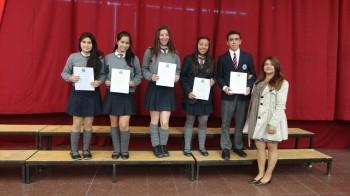 Miss Pamela Córdova junto a los alumnos de tercero medio, hoy egresados de cuarto.