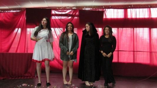 Las alumnas participantes de la declamación.
