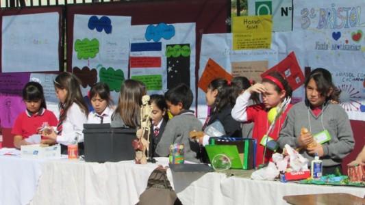 Los alumnos seguirán mostrando sus experimentos durante la jornada.
