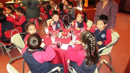 Los pequeños disfrutaron de un desayuno, además de escuchar a un cuenta cuentos.