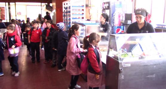 Alumnos del Colegio Aconcagua en el casino de nuestro establecimiento.