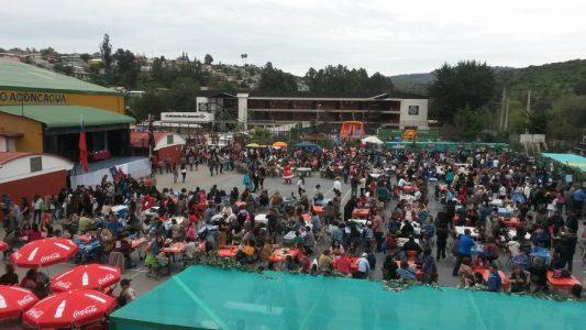 Alumnos, Apoderados y Docentes disfrutando de la Fiesta Costumbrista del Colegio Aconcagua.