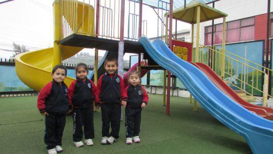 Alumnos de Infant, con su uniforme completo.