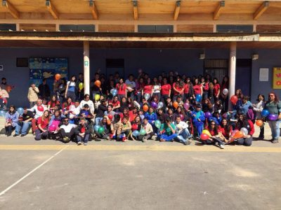 Alumnos de IV° medio junto a estudiantes de Escuela Integral Renacer de Quilpué.