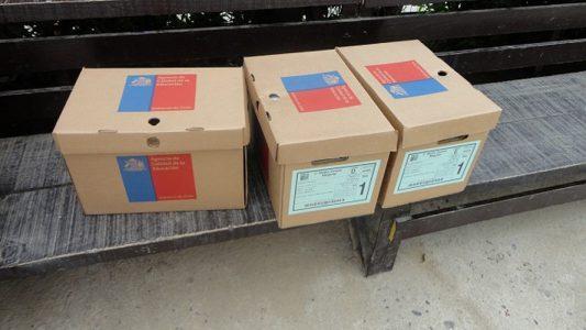 Cajas con pruebas SIMCE, correspondientes al Ministerio de Educación (MINEDUC).