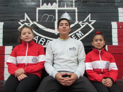 Míster Germán Vicencio junto a Camila Sepúlveda y Sofía Olivares.