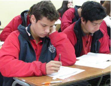 Alumnos rindiendo Exámenes.